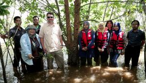 Mr. Joe, Ms. Chuah, Dr. Jamilah and IPK staff posed with critically endangered mangrove tree, Pokok Berus Mata Buaya (Bruguiera hainesii) at Setiu River.