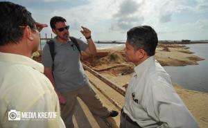 Prof. Ahmad Jusoh dan Dr. Fadhli listened to the question asked by Mr. Joe regarding UMT coastal erosion.