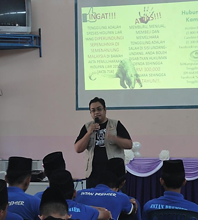 Muhammad Hafiz was giving awareness talks regarding the Malayan Pangolin to participants.
