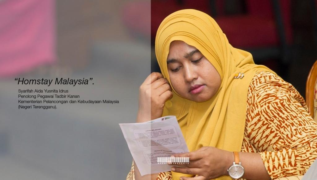 Taklimat Garis Panduan Pendaftaran Program Pengalaman Homestay Malaysia yang disampaikan oleh Pn. Syarifah Aida Yusnita binti Idrus, Penolong Pegawai Tadbir Kanan Kementerian Pelancongan dan Kebudayaan Malaysia Negeri Terengganu (MOTAC).