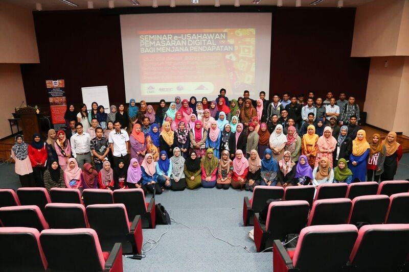 Photo session with program participants.
